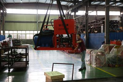 工作人員正在裝ZDY4000S泵站